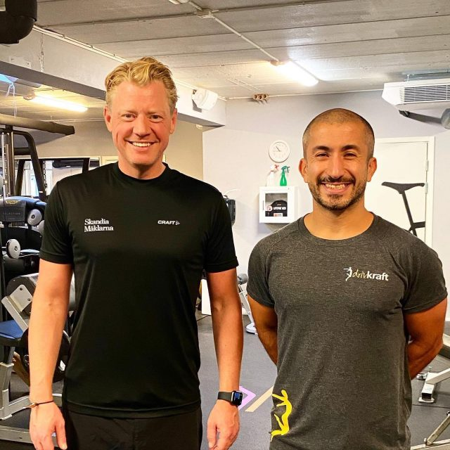 So proud of my client Rickhard that has managed to lose 13 kg in weight and 13 cm around his waist in just two months. He just does things when i tell him to do and no questions asked 👌🏼call me old school but it gives you result. #personligtränare #solna #drivkraftsolna #stockholm